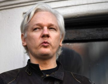 """¿Por qué la Marina de EE.UU. escribió un tuit """"críptico"""" sobre Julian Assange?"""