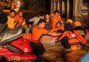 Al menos 182 muertos por tormenta tropical en Filipinas