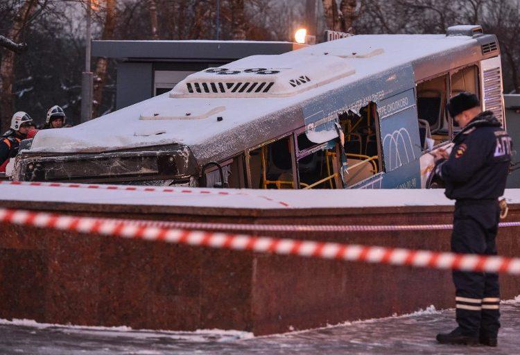 Autobús atropella a transeúntes en Moscú
