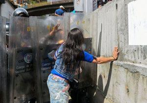 Muere joven venezolana mientras esperaba pernil en Venezuela