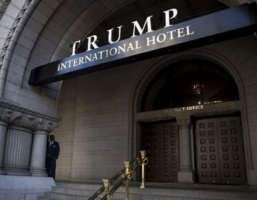 """Trump """"sigue involucrado"""" con sus hoteles, dicen trabajadores"""