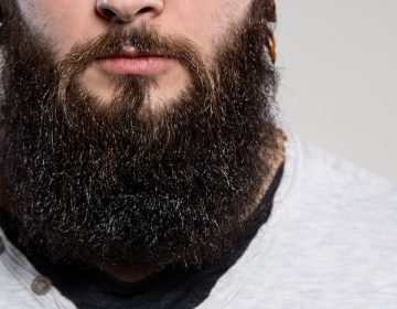 Despiden a un médico en Francia por llevar una barba demasiado larga