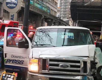 Camioneta embiste a multitud en Seattle; hay seis heridos