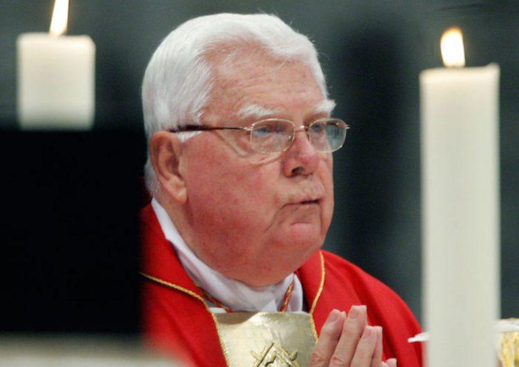 Muere Bernard Law, cardenal protector de curas pederastas