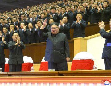"""Corea del Norte rinde homenaje a un gran año y promete """"nuevas sorpresas"""