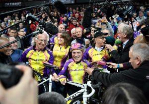 El hombre que a los 105 años batió récords en ciclismo deja su carrera