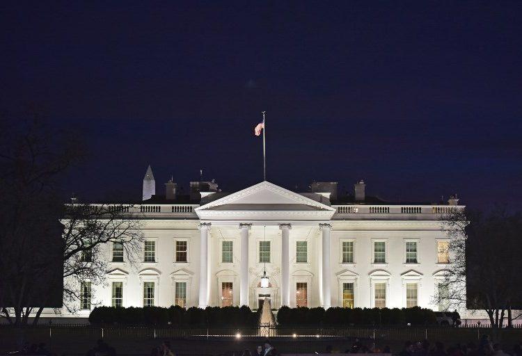 """A cambio de acuerdo para """"dreamers"""", reactivan gobierno de EE.UU."""
