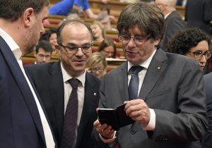 Qué revelaron unos mensajes privados de Puigdemont y por qué causaron un 'terremoto' en Cataluña