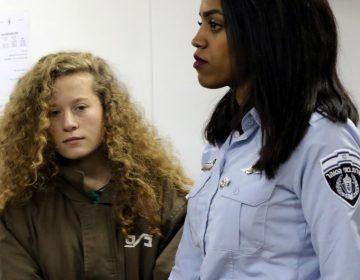 Una joven palestina enfrenta cargos tras ataque a soldado
