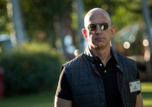 """Jeff Bezos, el hombre más rico del mundo y """"de la historia"""""""