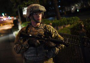 Pentágono revira a Trump y admite a transgénero en el Ejército