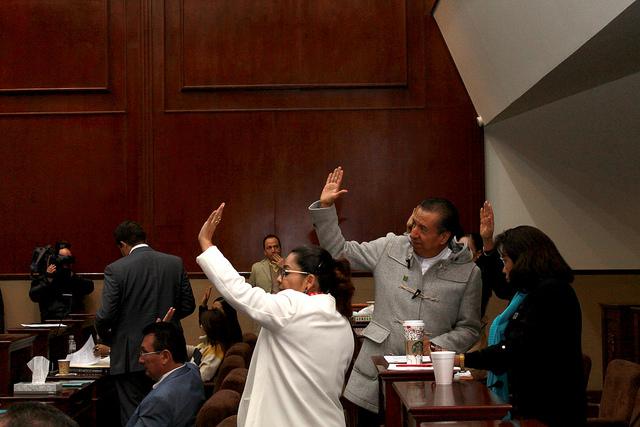 Ordena Tribunal a IEE imponer reglas para reelección