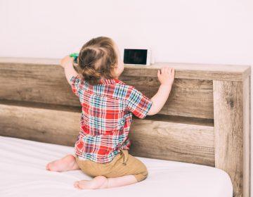 Piden frenar la adicción de niños a Smarthphones