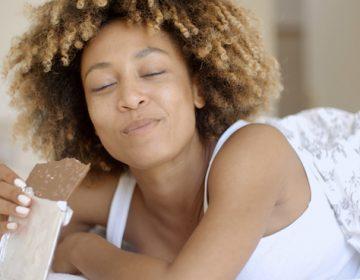 ¿Por qué las mujeres ansían el chocolate en su período?