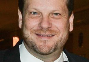 """Acusan a director de teatro canadiense de ser """"depredador sexual"""""""