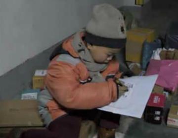Chang Jiang, el niño mensajero que recorre a pie las calles de China