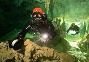 Hallan la cueva inundada más grande del mundo en México