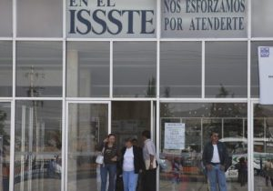 """Acusan trato """"déspota"""" vs paciente en clínica Issste Pachuca"""