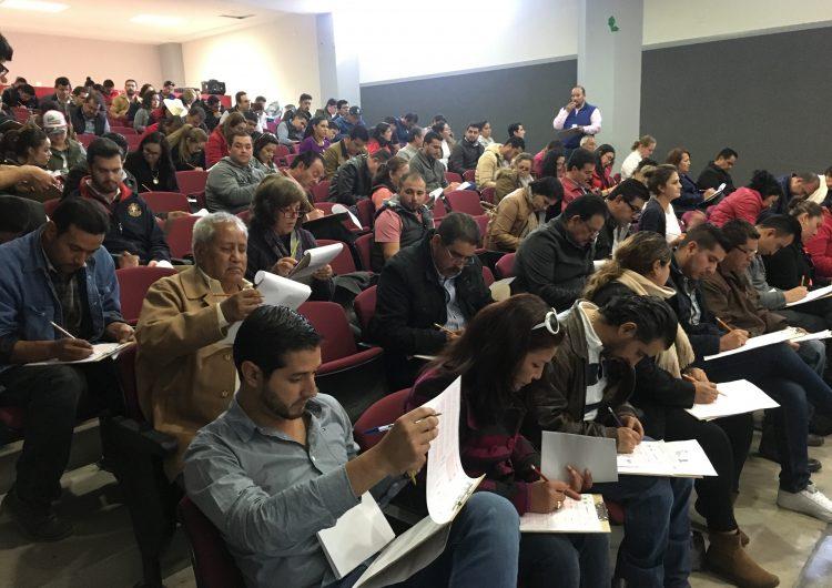 Presentan priistas examen para candidatearse