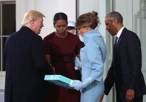 ¿Qué había en la caja que le regaló Melania a Michelle Obama?