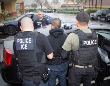Donald Trump le declara la guerra a quienes emplean a inmigrantes