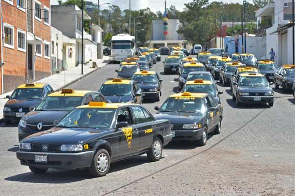 Insiste diputado en plataforma digital para conocer a taxistas