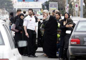 Un avión con 66 ocupantes se estrella en las montañas de Irán; se teme que todos hayan muerto