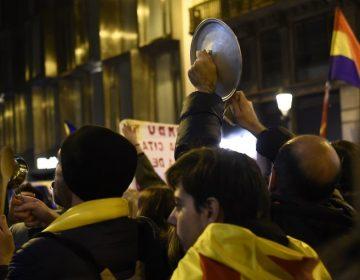 """Galería: Repudian visita del rey de España a Cataluña con """"cacerolada"""""""