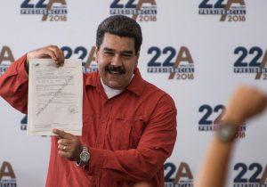 Maduro va a elecciones como el único candidato fuerte; sus opositores declinan participar