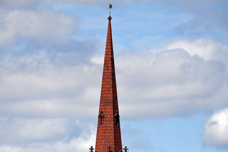 Así es como Reino Unido usará las iglesias para mejorar la señal de celular y el wifi