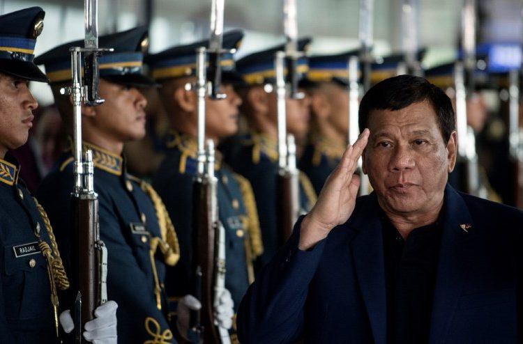 Presidente filipino sugiere a militares disparar en la vagina de mujeres rebeldes