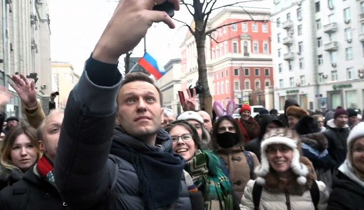 Modelo que aparece en video anti-Putin se convierte en la principal tendencia de Pornhub Rusia