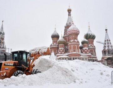 La mayor tormenta de nieve jamás registrada en Moscú deja un muerto (fotos)