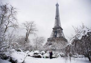 La mayor tormenta de nieve en 30 años provoca caos en París (fotos)