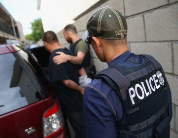 Un inmigrante llamó al 911 para denunciar un posible robo y ahora está en riesgo de ser deportado