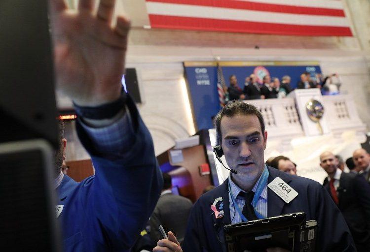 Día negro para Wall Street: el Dow Jones cae 4.6%