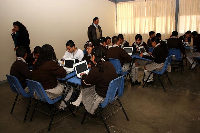 Rechazan docentes de inglés pago a través de outsourcing