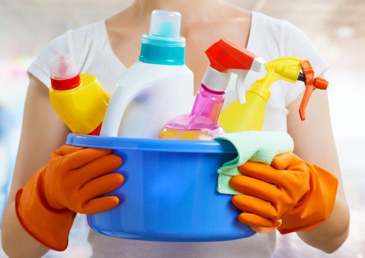 Los productos de limpieza son tan dañinos para los pulmones como fumar 20 cigarros al día, advierten científicos