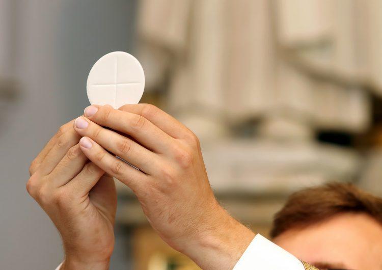 Detienen a sacerdote mexicano por presunto abuso sexual contra una niña a la que enseñaba catecismo