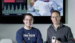 Un monitoreo luminoso: este dispositivo permite medir el latido del…