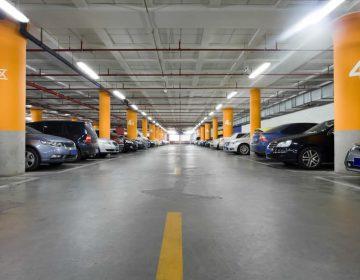 Buscan subir precios de estacionamientos