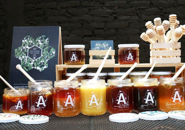 'A de Abeja', una miel (que sí es real) y que cuida a abejas y apicultores