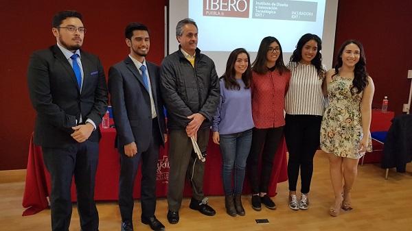 Alumnos de la Ibero Puebla crean dispositivo para movilidad de invidentes