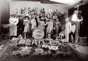 Una exposición muestra cómo se creó la portada del disco Sgt. Pepper's Lonely Heart Club Band