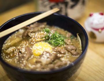 Pulques ancestrales y un pub japonés, dos lugares para beber y comer en la CDMX
