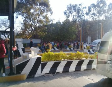 Normalistas toman instalaciones del CRENO y plaza de cobro, buscan contratos para egresados.