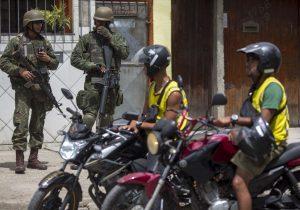 Un hombre en Brasil secuestró enfermeras y robó vacunas: lo llaman Robin Hood moderno