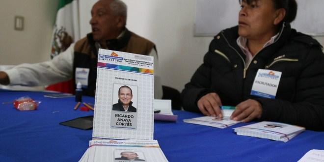 Con líder ebrio y comité cerrado, votan panistas