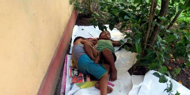 Mientras laboran en casas de citas de Huejutla, dejan a menores en la intemperie