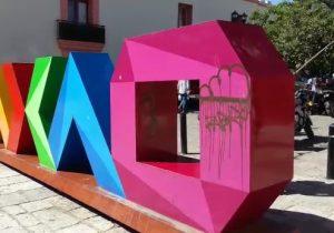"Letrero ""Oaxaca"" en Santo Domingo, espacio de grafiteros"